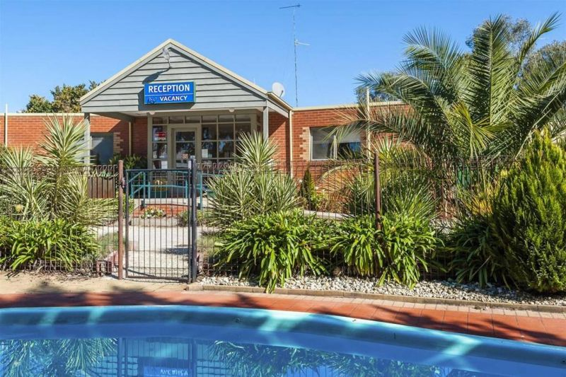 COMFORT INN COACH AND BUSHMANS - Accommodation Gladstone