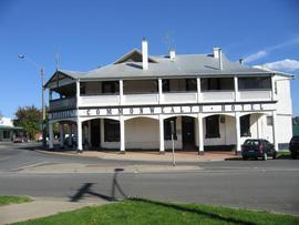 Commonwealth Hotel - Accommodation Gladstone