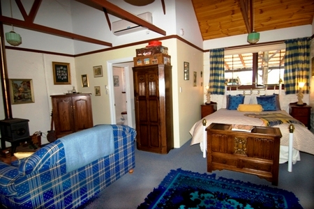 Hillside Country Retreat  - Accommodation Gladstone