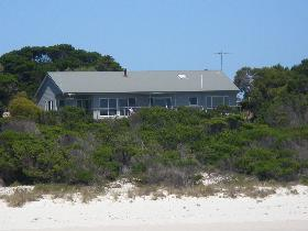 Island Beach Escape - Accommodation Gladstone