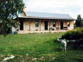 Mt Dutton Bay Woolshed Heritage Cottage - Accommodation Gladstone