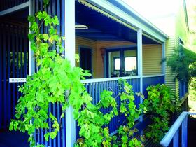 Lavender Blue Country Apartments - Accommodation Gladstone