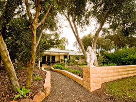 Correa Corner Bed  Breakfast - Accommodation Gladstone