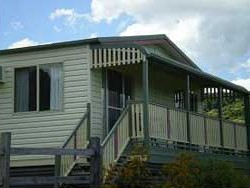 Halls Country Cottages - Accommodation Gladstone