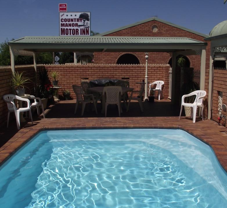 Country Manor Motor Inn - Accommodation Gladstone