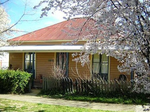 Cooma Cottage - Accommodation - Accommodation Gladstone