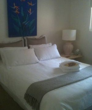 Absolute Beachfront Manly Bed and Breakfast - Accommodation Gladstone