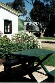 Dunalan Host Farm Cottage - Accommodation Gladstone