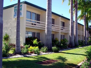 Palm Waters Holiday Villas - Accommodation Gladstone
