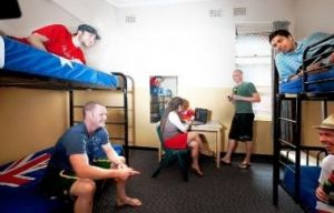 Maze Backpackers And Cb Hotel - Accommodation Gladstone