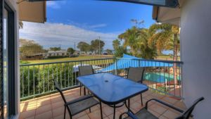Dolphin Waters Holiday Apartments - Accommodation Gladstone