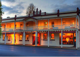 Royal George Hotel - Accommodation Gladstone