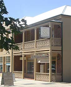 Cobb  Co Court Boutique Hotel - Accommodation Gladstone
