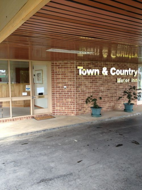 Town amp Country Motor Inn Forbes - Accommodation Gladstone