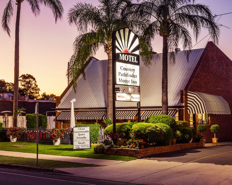 Country Pathfinder Motor Inn - Accommodation Gladstone