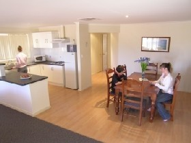Copper Cove Holiday Villas - Accommodation Gladstone