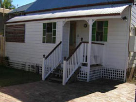 A Pine Cottage - Accommodation Gladstone