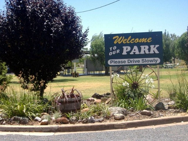 Country Club Caravan Park - Accommodation Gladstone