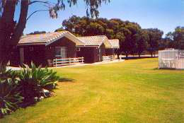 Highview Holiday Village Caravan Park - Accommodation Gladstone