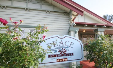 Peace By The River Homestay - Accommodation Gladstone