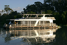 Whitewater Houseboat - Accommodation Gladstone