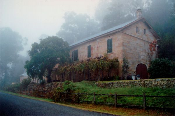 Tizzana Winery Bed And Breakfast - Accommodation Gladstone