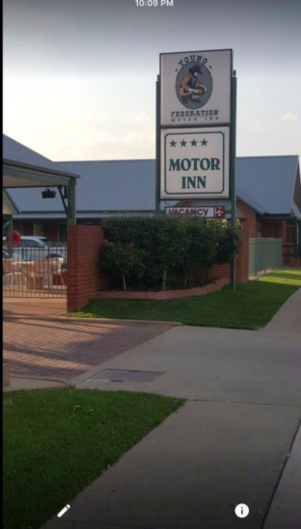 Federation Motor Inn Young - Accommodation Gladstone