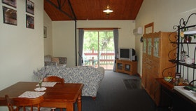 The Old Oak Bed and Breakfast - The Shearing Shed - Accommodation Gladstone