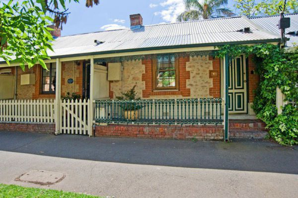 The Lion Cottage - Accommodation Gladstone