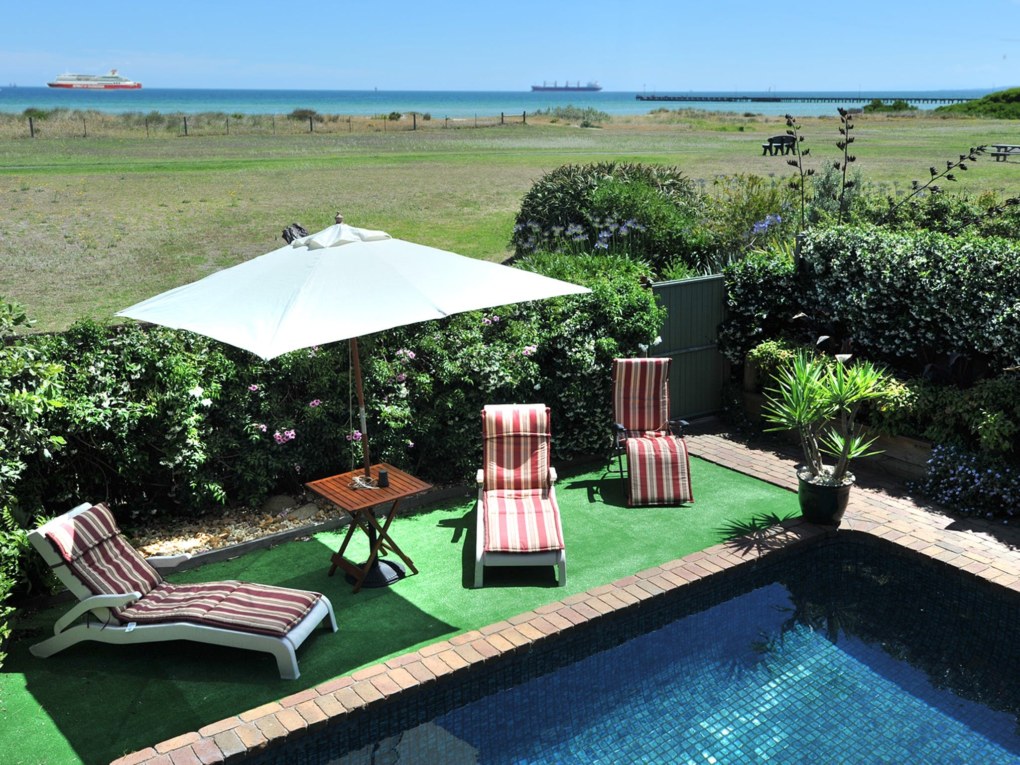 Seacove on the Beach - Accommodation Gladstone