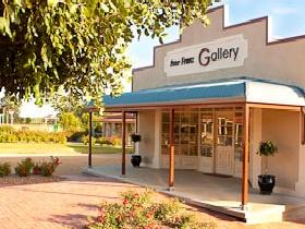 Peter Franz Fine Art Gallery - Accommodation Gladstone