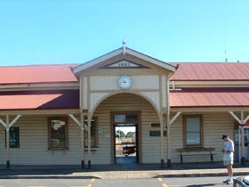 Maryborough Railway Station - Accommodation Gladstone