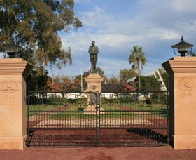 Dalby War Memorial and Gates - Accommodation Gladstone