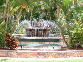 Bauer and Wiles Memorial Fountain - Accommodation Gladstone