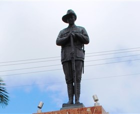 Charters Towers Memorial Cenotaph - Accommodation Gladstone