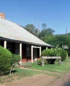 Lion of Waterloo Tavern - Accommodation Gladstone