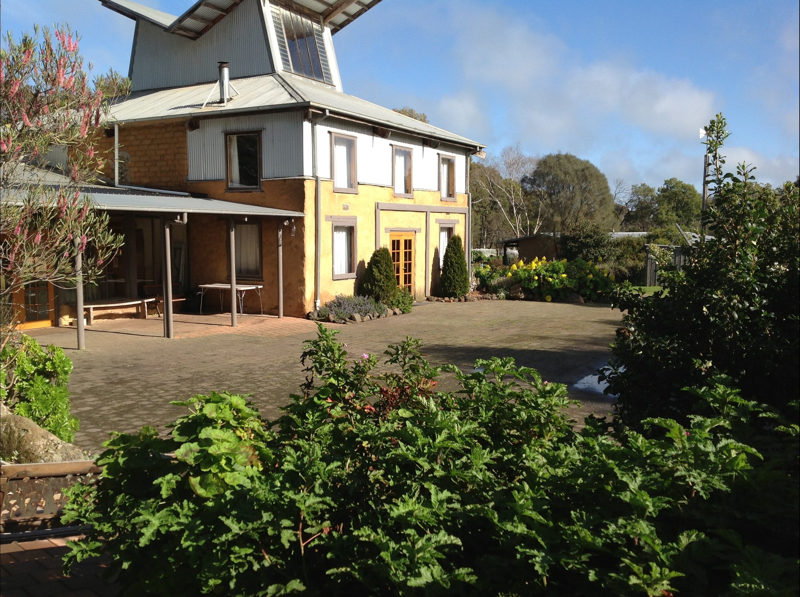 HIRL Hamilton Institute of Rural Learning - Accommodation Gladstone