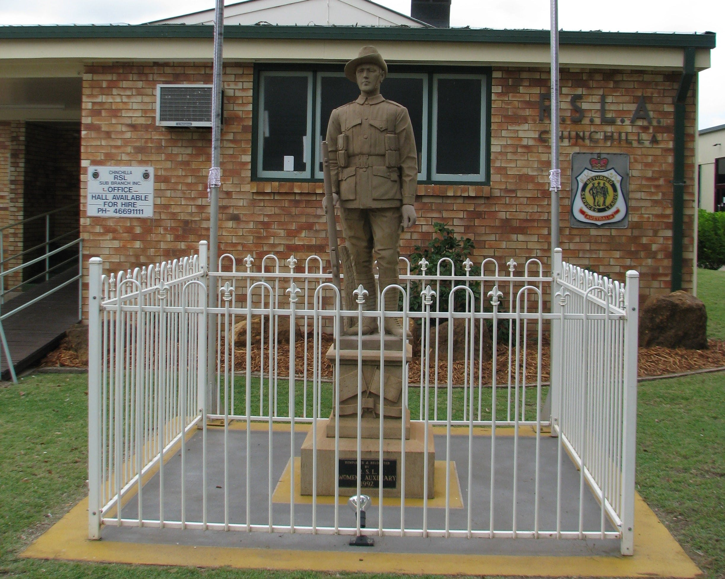 Soldier Statue Memorial Chinchilla - Accommodation Gladstone