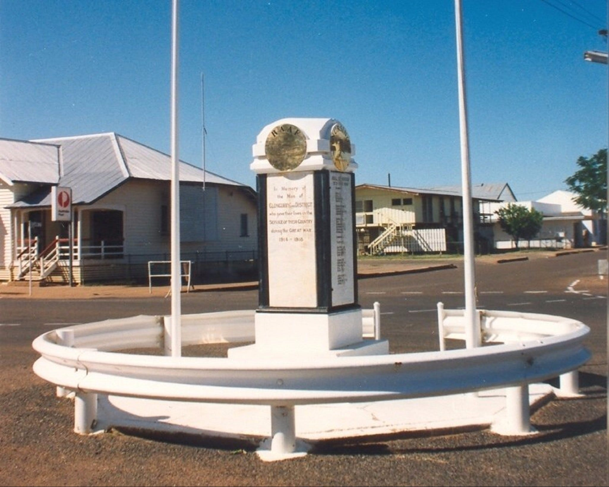 Cloncurry War Memorial - Accommodation Gladstone