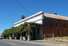 Red Hill Hotel - Accommodation Gladstone