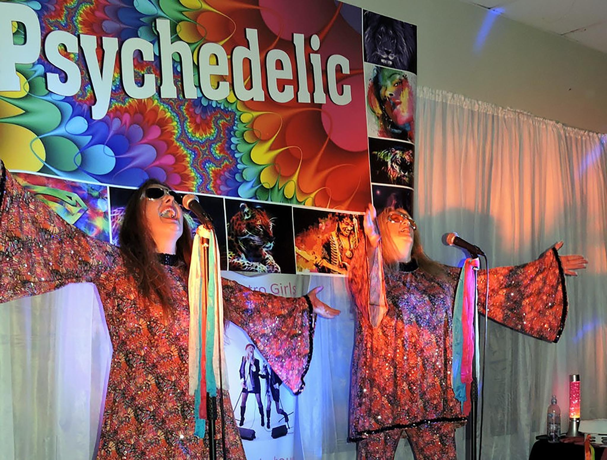 Psychedelic 70s Show The Retro Girls - Accommodation Gladstone