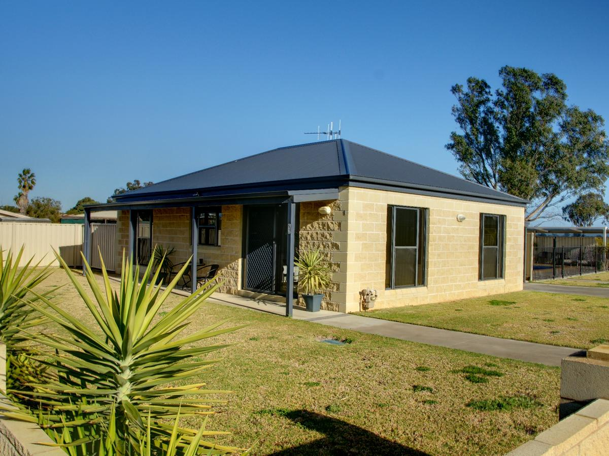 DBJ Holiday Units - Accommodation Gladstone