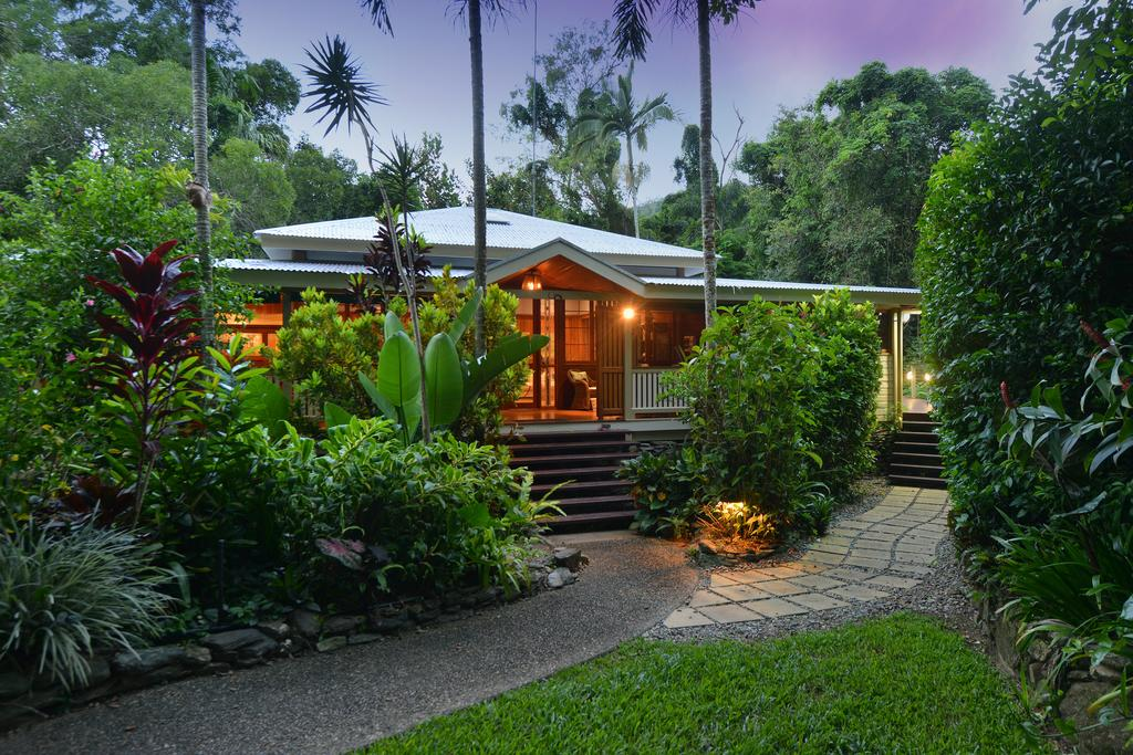 Port Douglas Valley Retreat - Accommodation Gladstone