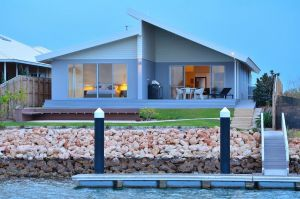 The Carnarvon Luxury Canal Home - Accommodation Gladstone