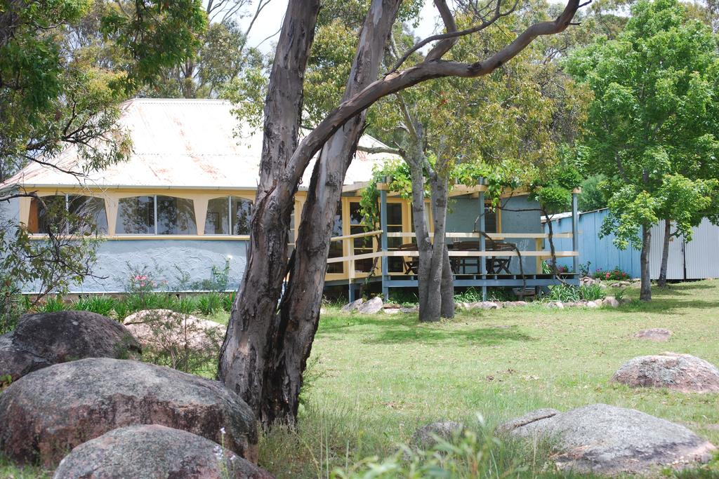 Twisted Gum Vineyard Cottage - Accommodation Gladstone