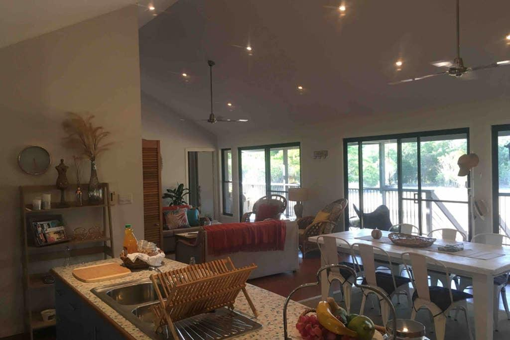 Valley Views Lodge Port Douglas - Accommodation Gladstone