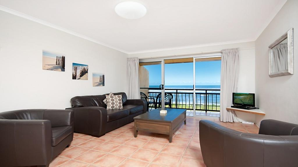 10T Beachfront Apartments - Accommodation Gladstone
