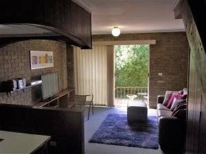 A Furnished Townhouse in Goulburn - Accommodation Gladstone