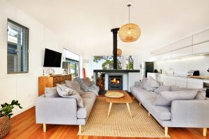 Ayana Beach House - Pet Friendly - Opposite Beach - Accommodation Gladstone